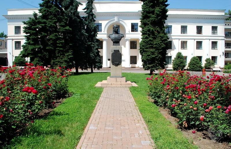 Гоголя-Абылай Хана(Коммунистический) Министерство сельского хозяйства Казахской ССР (бывшее), памятник архитектуры. Построено в 1937 году,