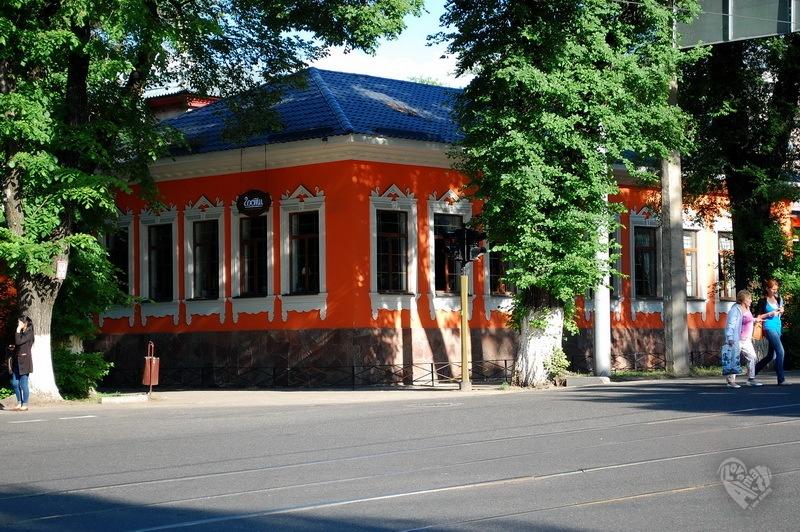 Дом на улице Казыбек Би(Советска)-Кунаева(Карла Маркса)