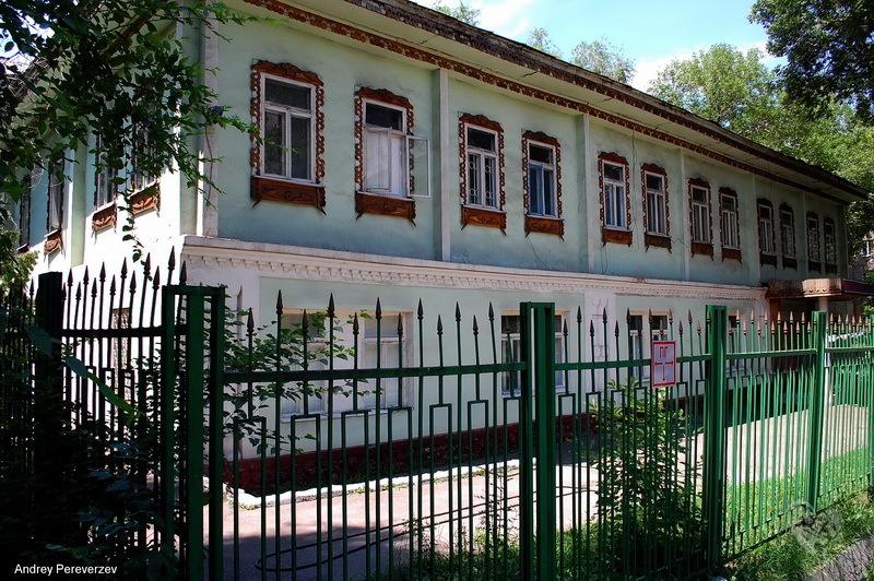 Дом купца Радченко Построен в начале 20 века. На Тулебаева ниже Макатаева(Пастера) Был внутри этого дома, когда там было посольство Пакистана.