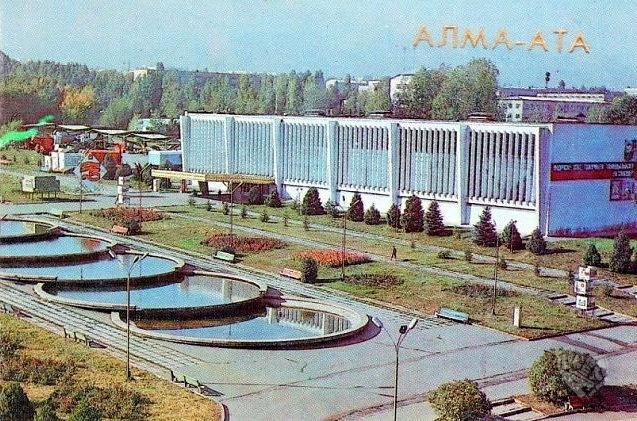 ВДНХ,тут я тоже учился плавать в 80-х).