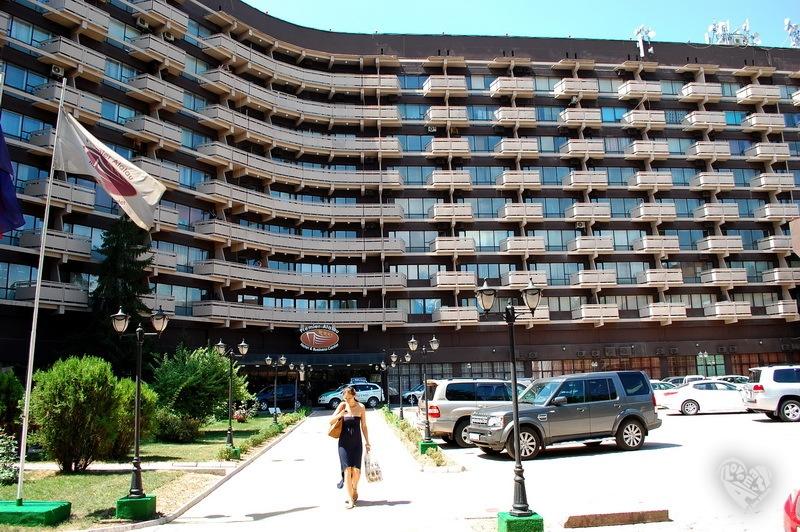 """Гостиница """"Алатау"""", построена в 1975 году."""