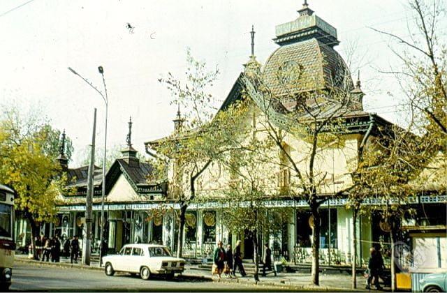 """Кызыл Тан"""