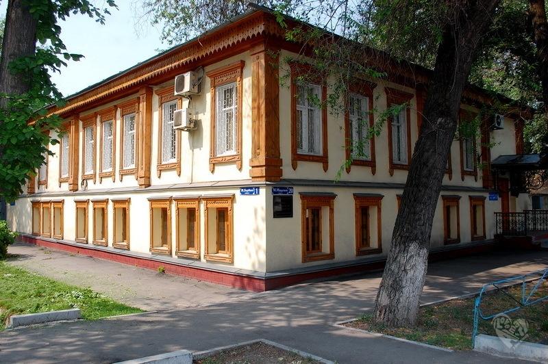 Дом купца Филиппова на Макатаева(Пастера)-Барибаева До 1904 года здесь размещалась женская гимназия