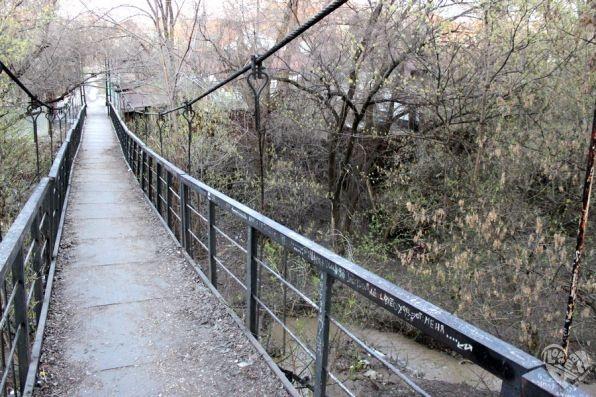 старый пешеходный мост