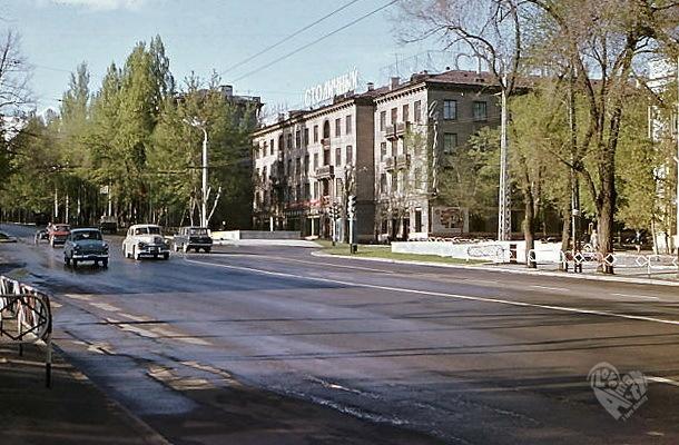 """Проспект Коммунистический-Калинина,виден ЦГ """"Столичный""""."""