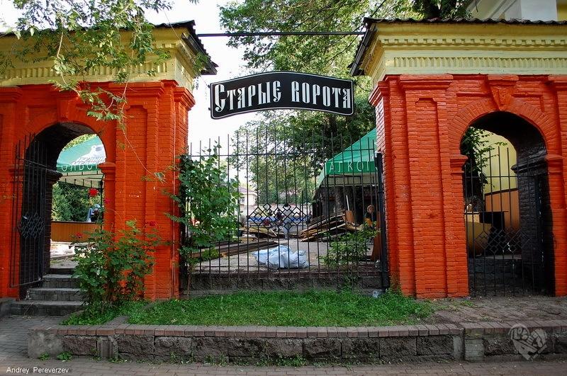 Старые ворота на Достык(Ленина)-Казыбек Би(Советская)