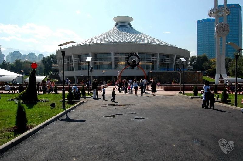 Цирк. Построен в 1972 году.