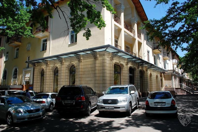 Красивый дом на Калинина-Тулебаева