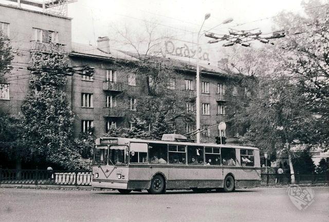 """Проспект Коммунистический-Гоголя,магазин """"Радуга"""",1990 год. Кажется ещё недавно я тут был постоянно,а уже история."""