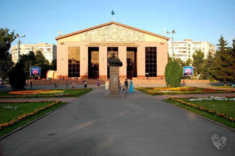 ТЮЗ. Построен в 1958 г