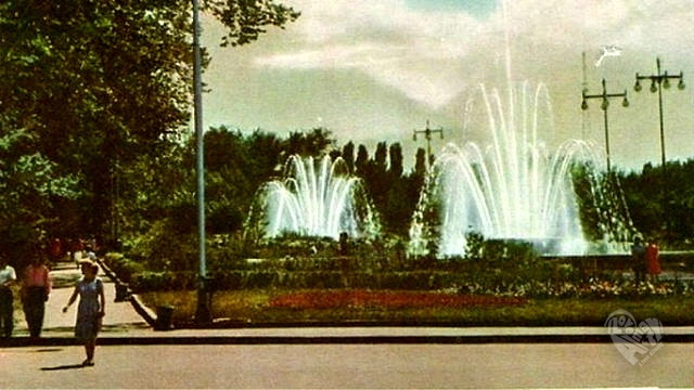 Фонтаны на старой площади,Панфилова-Советская.