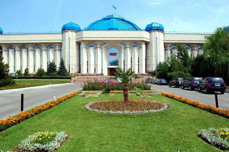 Национальный музей РК. Построено в 1985 году